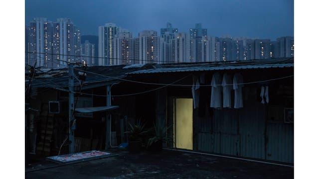 Una choza ilegal en la terraza de un edificio