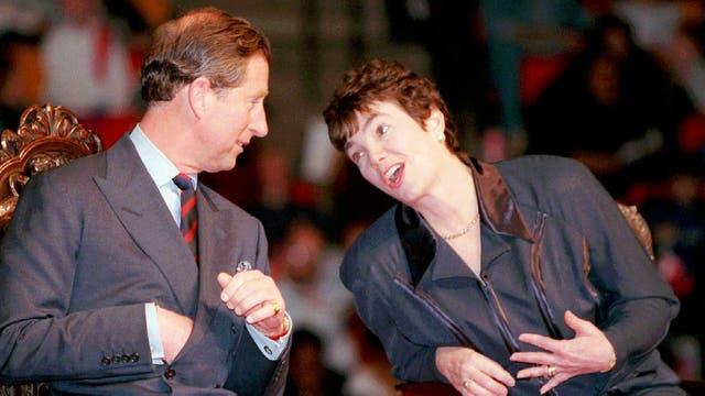 En abril de 1996 junto a la primer ministra canadiense Sheila Copps