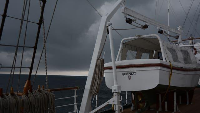 Tormenta en alta mar desde la Fragata Libertad. Foto: Gentileza Armada Argentina
