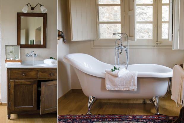 Soportes Para Bachas Baño Cromadas:La bañadera con patas cromadas reina en este baño con fresco aire