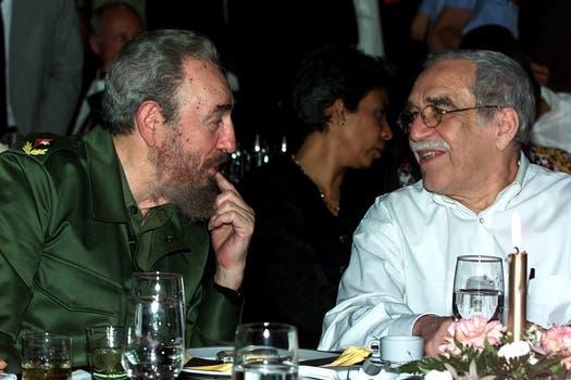 El presidente Fidel Castro, y el escritor colombiano Gabriel García Márquez habla durante una cena la noche del viernes, 3 de marzo de 2000 en La Habana, Cuba. Foto: Archivo