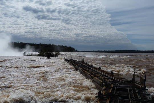 La zona del Garganta del Diablo, en las Cataratas del Iguazú permanece cerrada al público. Foto: EFE