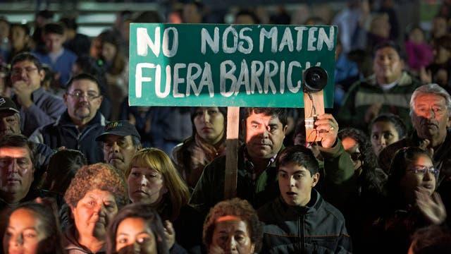 En la plaza central de Villa Mercedes, unos 3000 vecinos se manifestaron anteayer contra Barrick Gold
