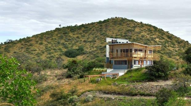 Una casa edificada con técnicas de bioconstrucción en La Serranita, Córdoba