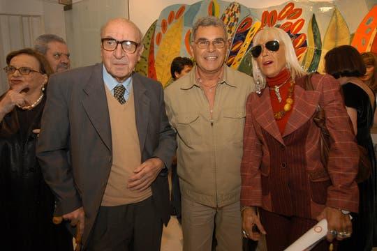 Junto a Edgardo Giménez y Marta Minujin en la inauguración de la muestra del mural de Clorindo Testa en la Galería Lila Mitre. Foto: Archivo
