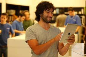 Luciano Molina se decidió anteayer por una iPad 3; consideró que era el momento ideal para regalársela