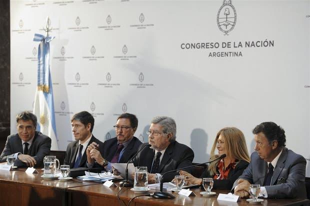 Dalla Via y Corcuera, jueces de la Cámara Electoral, expusieron en una comisión del Senado
