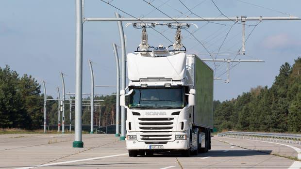El camión híbrido de Siemens y Scania, junto al sistema electrificado