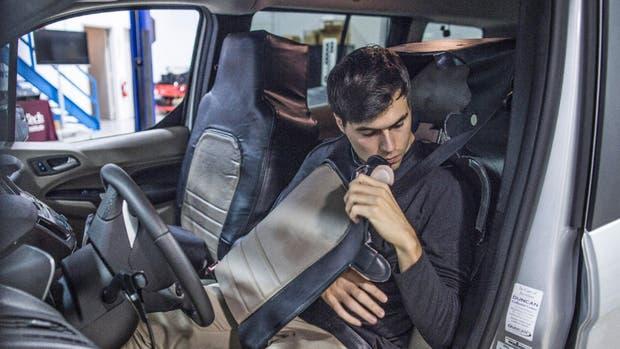Para comprobar la reacción de los peatones, Virginia Tech y Ford desarrollaron un sistema que oculta al conductor detrás de la butaca