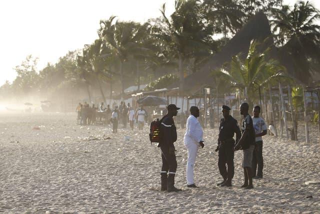 Las fuerzas de seguridad y asistencia sanitaria llegaron a la playa de inmediato