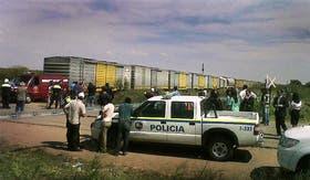 El pequeño pueblo de Zanjitas quedó convulsionado por la tragedia; allí quedó varado el convoy de carga de 44 vagones