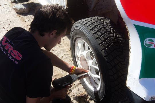 El campeón de Rally Argentino Federico Villagra prueba su Ford Fiesta en la arena. Foto: LA NACION / Matías Aimar / Enviado especial