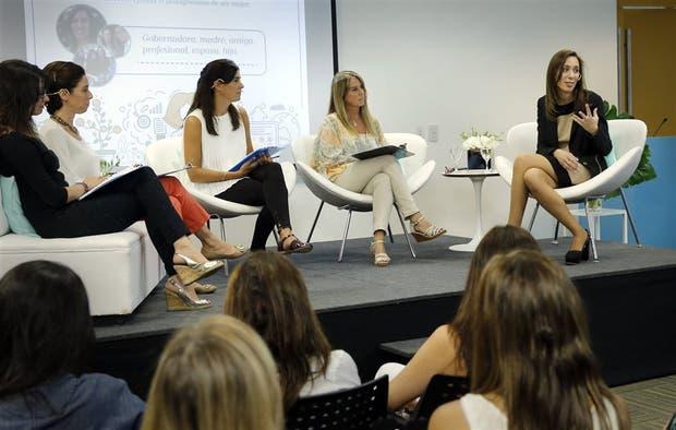 Vidal, acompañada -de derecha a izquierda- por Gail Scriven, Teresa Elizalde, Carolina Esteves y Juliana Varela