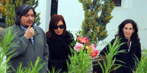 Cristina, junto a su hijo Máximo Kirchner, y su novia María Rocío García