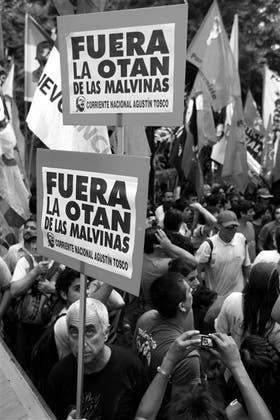 El martes, el Movimiento Evita se movilizó a la embajada de Gran Bretaña