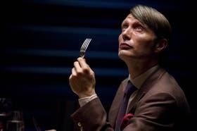 El danés Mads Mikkelsen, el villano de 007-Quantum of Solace, como Lecter cuando aún era un respetado psiquiatra