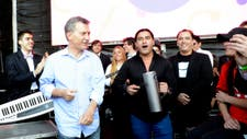 Macri saludò este mediodìa a un grupo musical, momentos antes de iniciarse el Festival `A pura cumbia` en el predio de Tecnòpolis