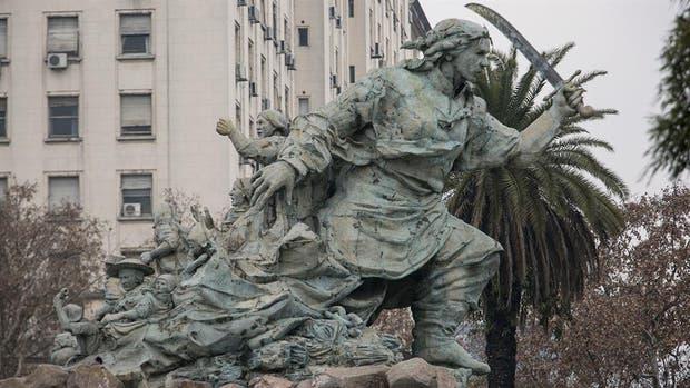 Aprobaron el traslado del monumento de Juana Azurduy