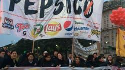 Trabajadores despedidos de Pepsico y agrupaciones de izquierda cortaron el Metrobus
