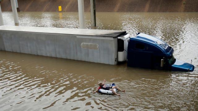Harvey pasó y arrasó con todo a su paso, el saldo son varios muertos y cuantiosas pérdidas materiales, es el huracán más fuerte desde 2005