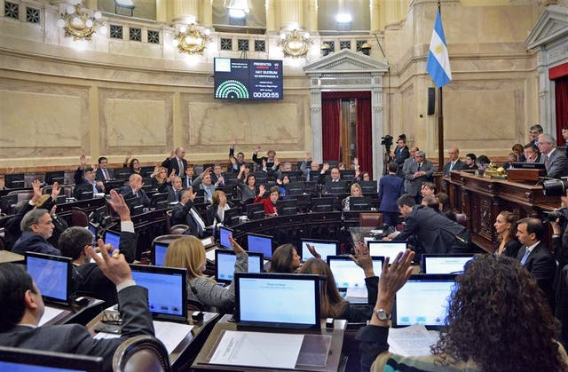 La sesión, ayer, en la Cámara alta, en el momento de la votación