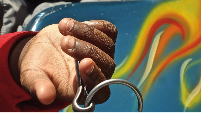 Flavia Tomaello, La mano negra, fotografías.