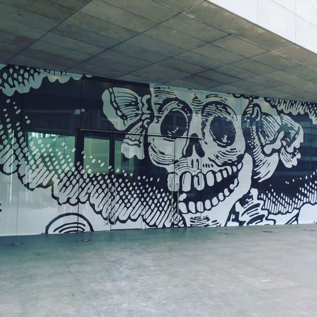 La fachada de Malba, intervenida para la muestra México Moderno. Vanguardia y revolución