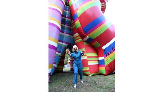 Marta Minujín infla una escultura multicolor donde pedir un deseo