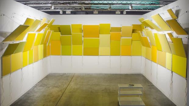 Handcuff Secrets, instalación de Mariela Scafati exhibida por Isla Flotante en Art Basel Miami