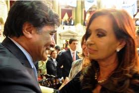 Zannini saluda a la Presidenta, tras el anuncio de la reforma que él redactó