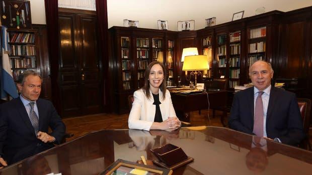 El ministro de Justicia bonaerense, Gustavo Ferrari, y la gobernadora María Eugenia Vidal, en el encuentro que compartieron el lunes con el presidente de la Corte Suprema, Ricardo Lorenzetti
