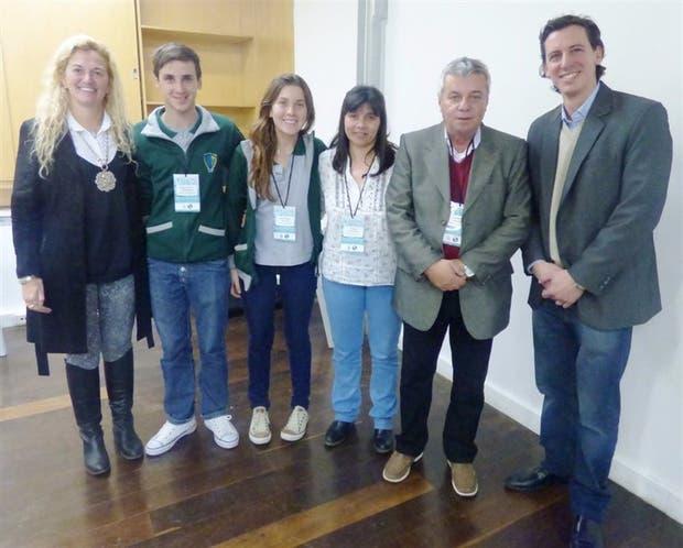 Estudiantes y docentes de la escuela agraria de Las Toscas