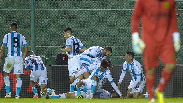 Racing festejó al final ante Mitre