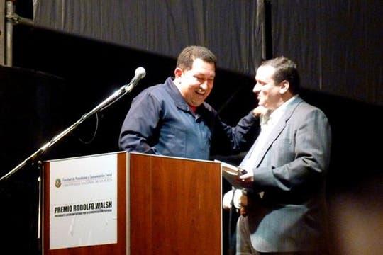Ese día, Chávez recibió el premio Rodolfo Walsh a la Comunicación Popular. Foto: Facebook Hernán Brienza