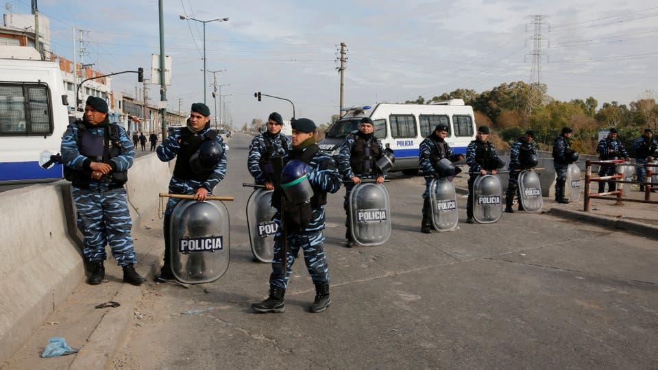La policía controló la feria durante todo el día , con fuertes operativos en toda la zona. Foto: LA NACION / Ricardo Pristupluk