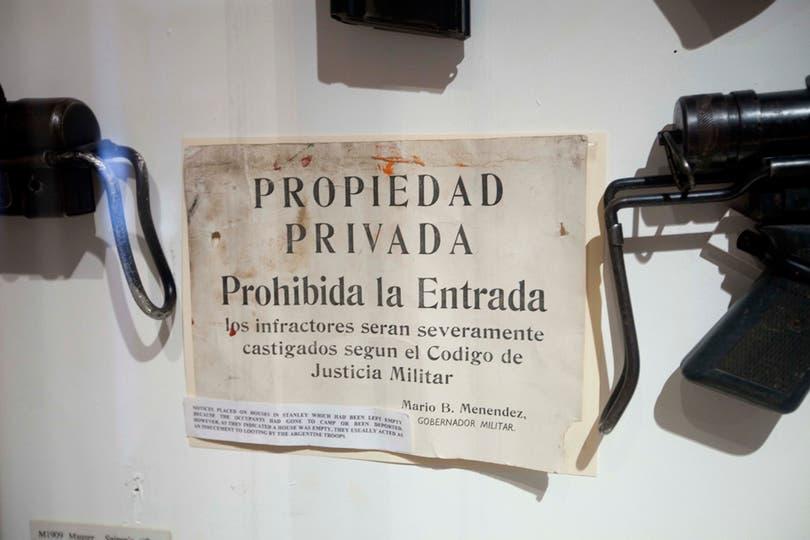 En el museo de la ciudad hay una sala dedicada a la guerra en donde se ven gran cantidad de objetos que pertenecieron a los soldados argentinos. Foto: LA NACION / Rodrigo Néspolo