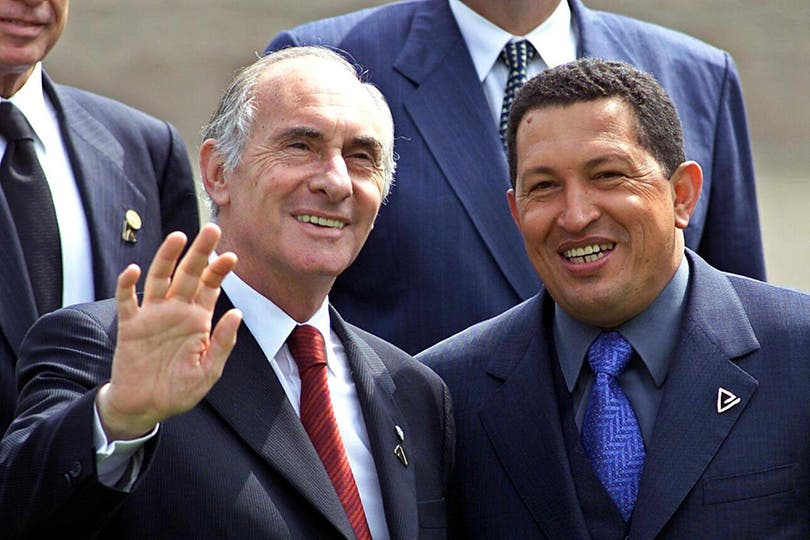 Junto  Fernando De la Rúa en la XI Cumbre Iberoamericana en Lima el 24 de noviembre de 2001. Foto: Archivo