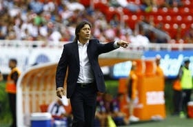 Almeyda da indicaciones durante un partido de Chivas, al que dirige desde hace nueve meses y medio