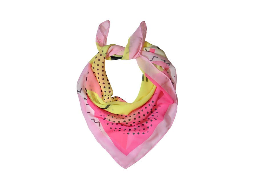 Pañuelo estampado (Cachita, $220). Foto: OHLALÁ!