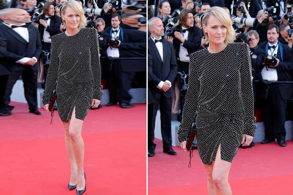 ¿Qupe opinás del diseño de Robin Wright? Con mangas largas, cruzado y con brillos a lo largo de todo el vestido, una creación de Saint Laurent.