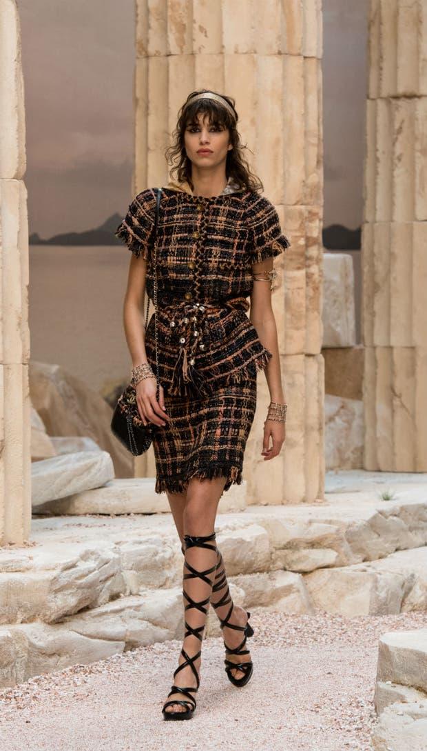 Mica Argañaraz, parte del elenco de modelos de la colección crucero de Chanel,