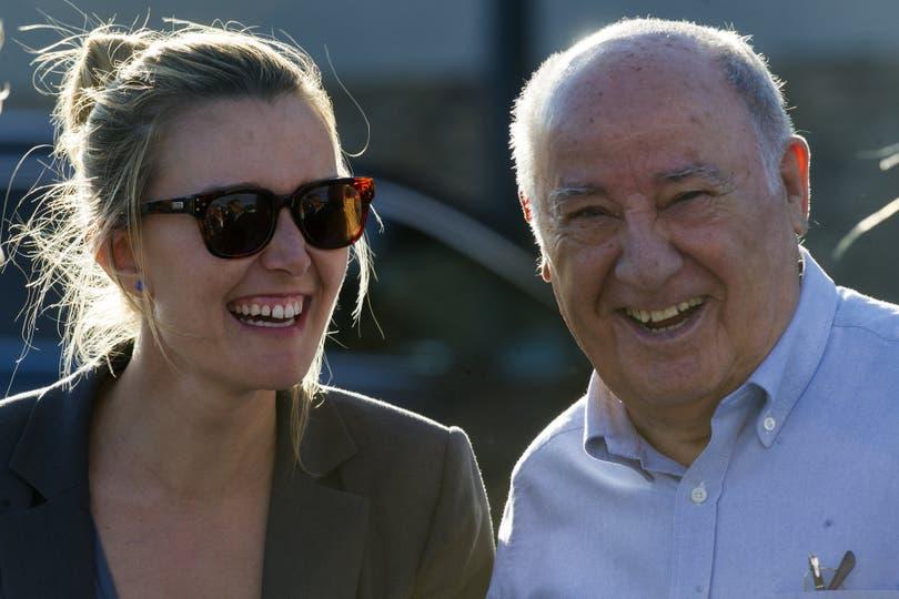 Lazos familiares: Ortega junto a su hija Sandra, también empresaria del sector inmobiliario