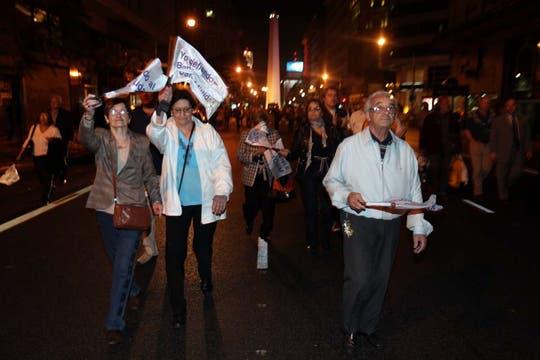Capital Federal. Miles de personas se agruparon en los principales centros demográficos para manifestarte contra el Gobierno. Foto: LA NACION / Sebastián Rodeiro