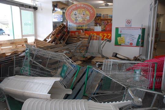 Destrozos en el supermercado Chango más de Bariloche. Foto: LA NACION / Alfredo Leiva