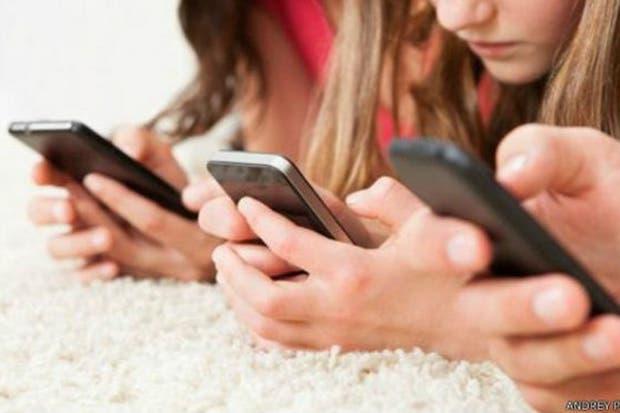 Apple tuvo que responder las inquietudes de sus inversores y prometió nuevas herramientas para asistir a los padres para controlar el uso de los dispositivos móviles que tienen los más pequeños