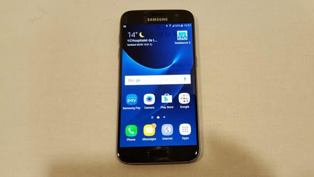 El Galaxy S7 tiene 4 GB de RAM y un procesador Qualcomm Snapdragon 820 o un Exynos 8870, dependiendo de la región