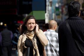 El microcentro porteño es una de las zonas con más problemas para hablar por celular