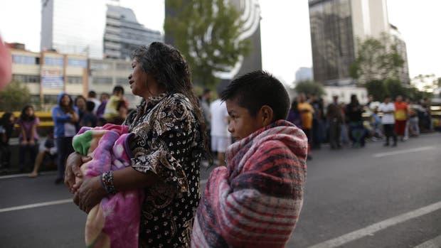 En la capital mexicana, la gente se volcó a las calles al sentir el temblor de ayer