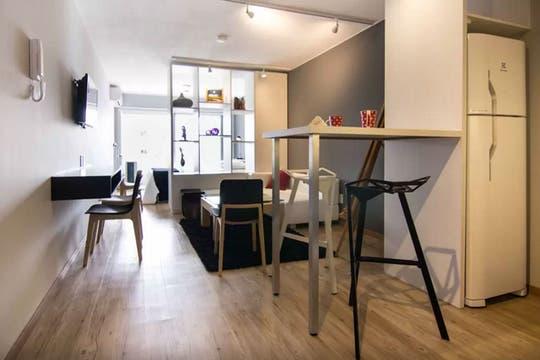 Con detalles que marcan la diferencia y una distribución inteligente, este monoambiente resulta funcional y muy cómodo. Foto: Gentileza Airbnb