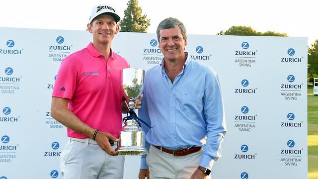 Jared Wolfe, ganador del Zurich Argentina Swing, junto a Fabio Rossi, CEO de Zurich Argentina.